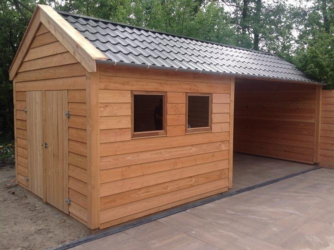 Maatwerk lariks houten tuinhuis met overkapping. Model zadeldak ...