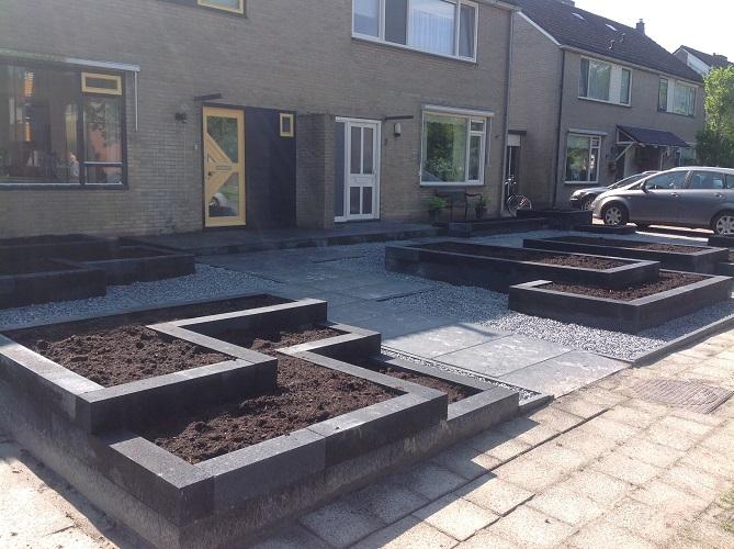 Tuinhuis tuinhuis kant en klaar : ... en als bestrating is gekozen voor de Rusty Slate 60x120cm deze tegels