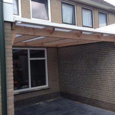 Lariks veranda met polycarbonaat