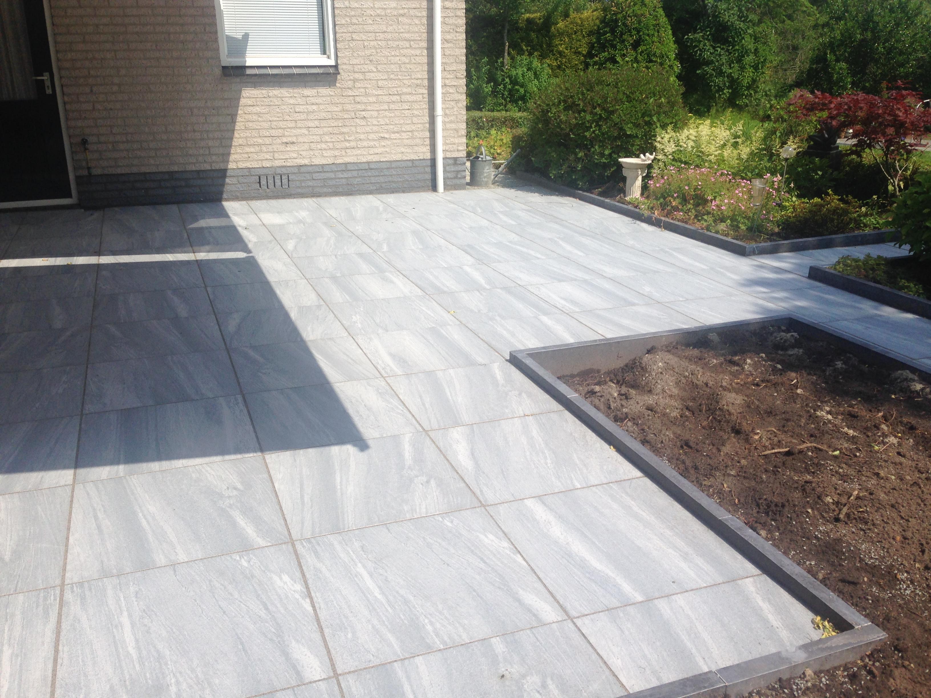 Terras met keramische tegels te Buitenpost