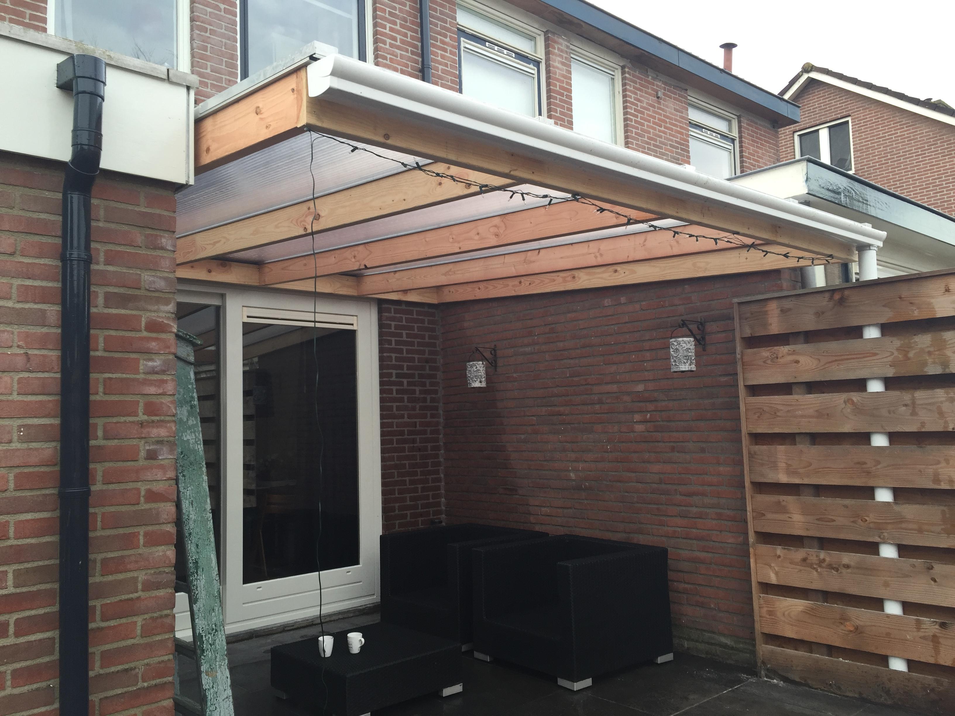 Lariks houten veranda met polycarbonaat dak