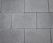 Zwarte betonstenen in het geliefde 20x30 formaat zijn uiteraard bij Totaal Bestrating te krijgen.