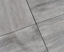 De Ivory betonttegel is een prachtig licht genuanceerde tegel van Excluton en verkrijgbaar bij Totaal bestrating