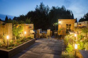 Totaal Bestrating levert complete tuinen; siertegels; verlichting; schuttingen