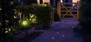 Verlichting maakt uw tuin af, natuurlijk te verkrijgen bij Totaal Bestrating; buitenverlichting