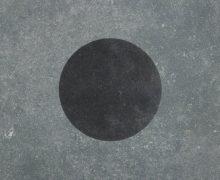 Duostone_Dessin_Dot-Black-on-Grey-730x730