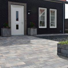 Voortuin + oprit nieuwbouw woning