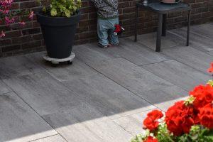 zachte zomerse tuintegels in het 40x80 formaat;