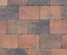 Getrommelde betonstenen in een prachtig zomerse kleur voor terras, pad en oprit; authentiek; zomers; getrommeld