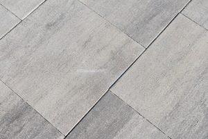 Diverse kleuren 50x50 betontegels verkrijgbaar bij Totaal Bestrating