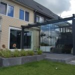 douglas veranda met glazen dak en glazenschuifwand