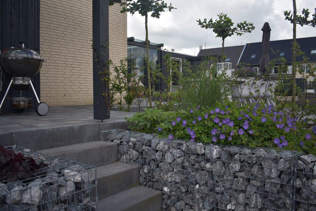 Grindschutting met ardenner grijs brok en Oud Hollands traptreden