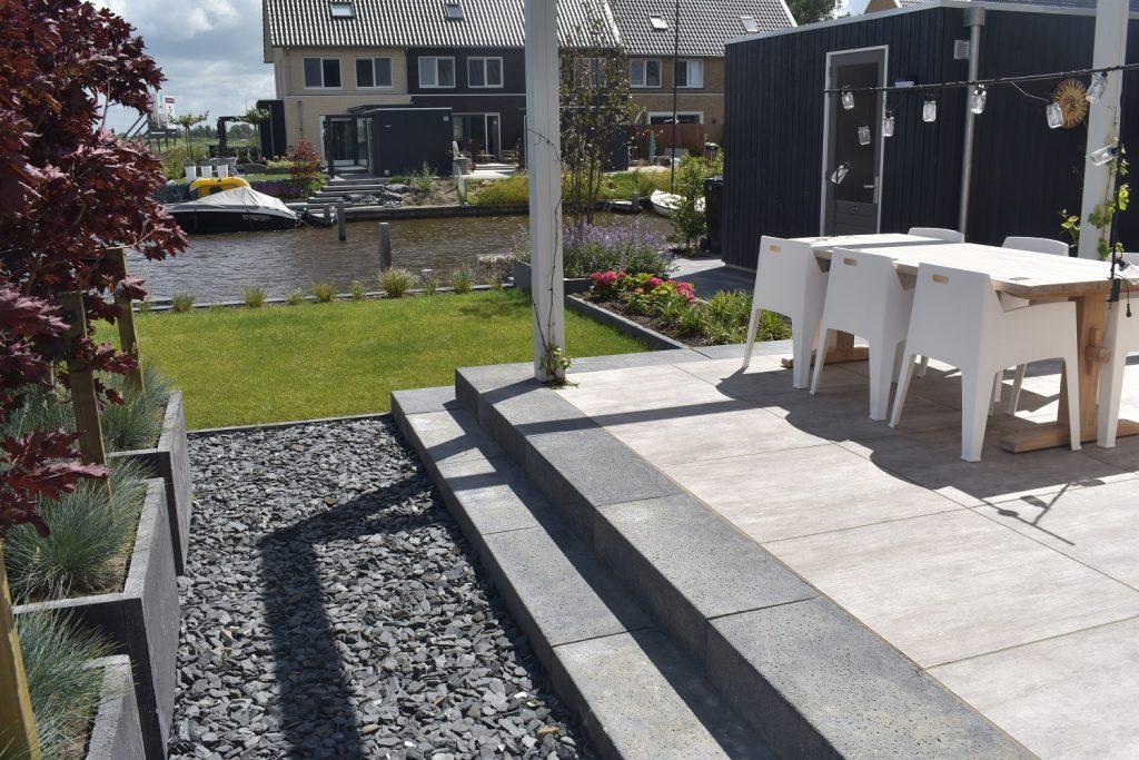 keramische 92x92 tegels met oud hollandse traptreden