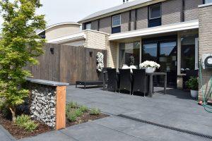 langwerpige strakke antraciete betontegels vind je bij totaal bestrating