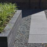 Linia palissade 10x15x60cm met 60x60 tegels in basaltsplit