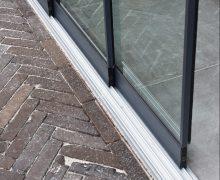 Glazen schuifwanden vind je bij Totaal Bestrating Drachten