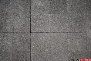 Goedkope partij betontegels antraciet bij Totaal Bestrating Drachten
