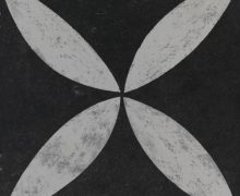Noviton Lotus betontegel Flower white on black
