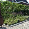 Landelijke tuin in Joure met kantopsluiting gezet verzinkt