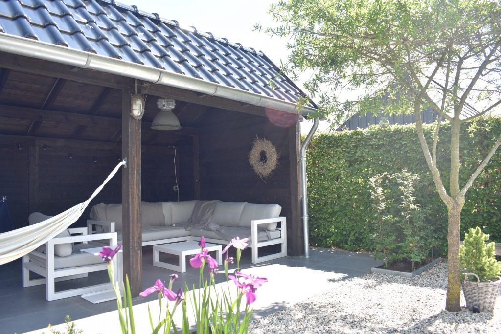Witte Tegels Tuin.Landelijke Groene Tuin In Joure Totaal Bestrating