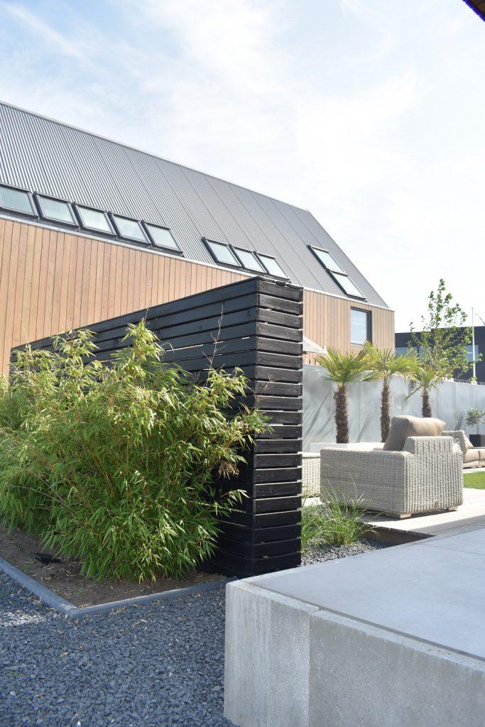 Zwart houten element met bamboe en oud hollands schellevis grijs