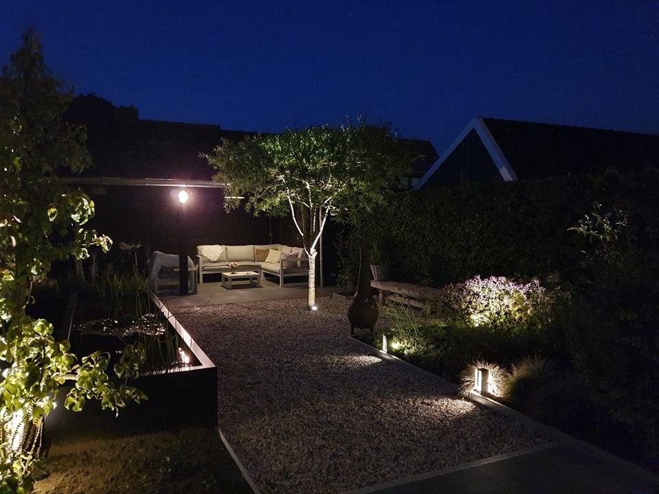 in-lite verlichting in tuin door Totaal Bestrating Drachten